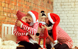 Mères de Noël avec des fils Images stock