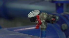 Mètre de pression d'eau banque de vidéos