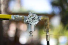 Mètre de pression de gaz avec le régulateur Images libres de droits