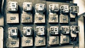 Mètres de l'électricité de vieil appartement images stock