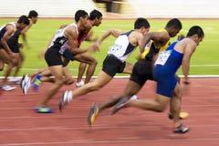 Mètres de Sprint des hommes 100 (brouillé) Photos libres de droits