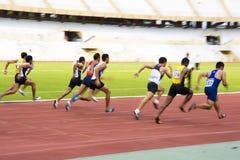 Mètres de Sprint des hommes 100 (brouillé) Photos stock