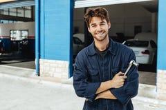 Mécanicien automobile professionnel photo stock
