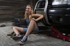 Mécanicien de filles dans des combinaisons Photos stock