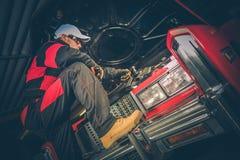 Mécanicien de voiture ambitieux images libres de droits