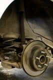 Mécanicien de voiture Changing Shock Absorber Photos libres de droits