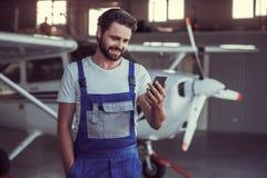 Mécanicien et avions images libres de droits