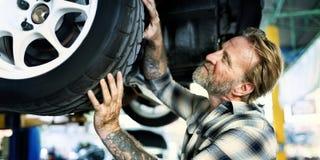 Mécanicien Fixing Spare Concept d'entretien de moteur de garage photos stock