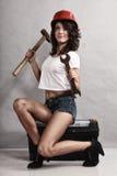 Mécanicien sexy de fille travaillant avec des outils Images libres de droits