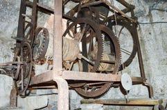 mécanique L'horloge dans la vieille tour Image stock