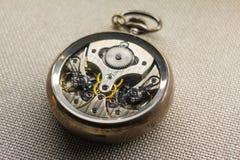 Mécanisme d'une montre de poche photographie stock
