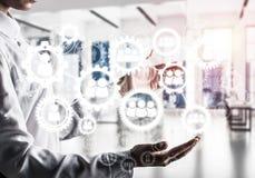 Mécanisme de roues dentées et de vitesses en tant que concept social de communication photographie stock