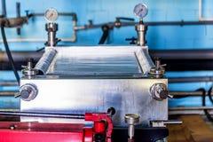 Mécanisme industriel de filtre de cartouche à l'établissement vinicole photographie stock libre de droits