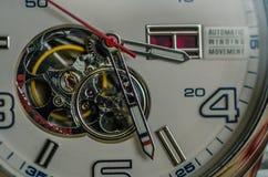 Mécanismes d'une horloge photographie stock libre de droits