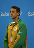 Médaillé d'argent Chad le Clos de l'Afrique du Sud pendant la cérémonie de médaille après le style libre du ` s 200m des hommes d Images libres de droits