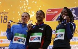 Médaille d'or de victoire d'Inde de HIMA DAS dans 400 metrs sur le championnat du monde U20 d'IAAF à Tampere, Finlande le 12 juil photographie stock