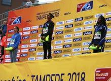 Médaille d'or de victoire d'Inde de HIMA DAS dans 400 metrs sur le championnat du monde U20 d'IAAF à Tampere, Finlande le 12 juil images stock