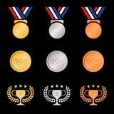 Médaille de bronze argentée d'or et guirlande olive de trophées (couleur de gradients) sur le fond noir illustration libre de droits