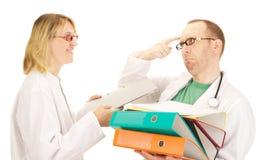 Médecin avec beaucoup de travail Image stock