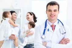 Médecin de famille image stock
