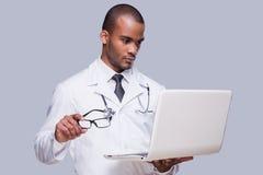 Médecin expert au travail Images libres de droits