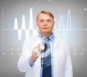 Médecin ou professeur de sourire avec le stéthoscope Photos libres de droits
