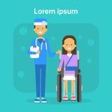 Médecin With Young Woman sur le fauteuil roulant Sit On Wheelchair Disability Concept de sourire handicapé féminin heureux Image stock