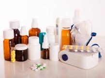 Médecine à la maison folklorique CONTRE la médecine chimique Photographie stock libre de droits