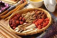 Médecine de fines herbes chinoise Photo libre de droits