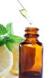 Médecine de fines herbes ou bouteille aromatherapy de compte-gouttes image stock