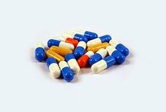 Médecines dans les capsules Images stock