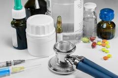 Médecines pour le traitement de la maladie Photos stock