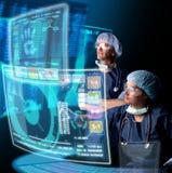 Médecins avec des écrans Photo stock