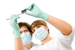 Médecins avec le rayon X Photographie stock