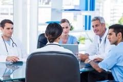 Médecins ayant une réunion Photographie stock libre de droits