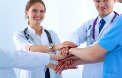 Médecins et infirmières dans un empilement d'équipe médicale Image stock