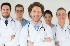 Médecins et infirmières de sourire photographie stock