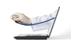 Médecins Hand et ordinateur Photographie stock libre de droits