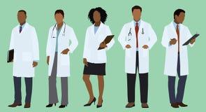 Médecins noirs ou africains dans des manteaux de laboratoire Photographie stock libre de droits