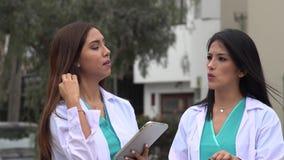 Médecins ou infirmières féminins clips vidéos