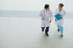 Médecins parlants Photographie stock