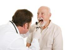 Médical aîné - oto-rhino-laryngologiste Photographie stock libre de droits