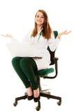 médical Docteur de femme travaillant sur l'ordinateur portable d'ordinateur Image libre de droits