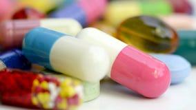 Médicaments oraux sur le fond blanc photos libres de droits