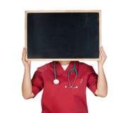 Médico con la pizarra fotografía de archivo libre de regalías