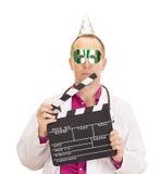 Médico con un clapperboard Foto de archivo libre de regalías