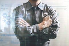 médico esperto através de seus braços, computador do tela táctil, stet Imagem de Stock Royalty Free