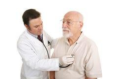 Médico mayor - estetoscopio Foto de archivo libre de regalías