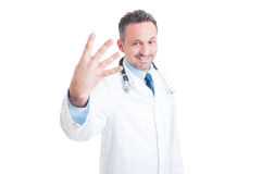 Médico ou doutor que mostram o número quatro ou o quarto imagens de stock