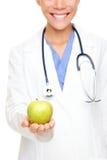 Médico que mostra a maçã imagem de stock